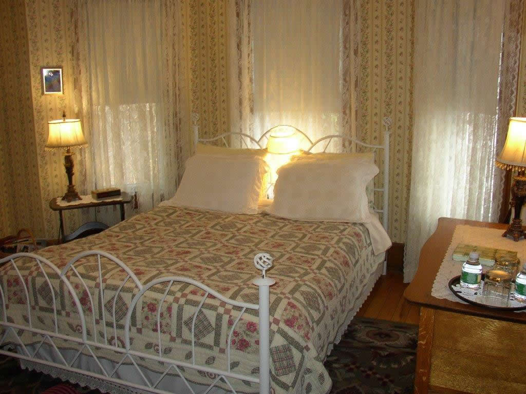 Desiree's Room at Rose and Thistle B&B